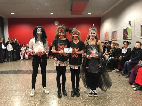 """Die """"Zwillingszombies"""" gewannen den Kostümwettbewerb"""