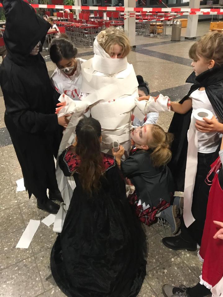 Aktion beim Mumienspiel